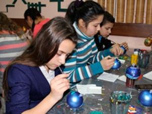 ОАО «Нижегородская сбытовая компания» организовало экскурсию на фабрику елочных игрушек для ребят из подшефного детского дома